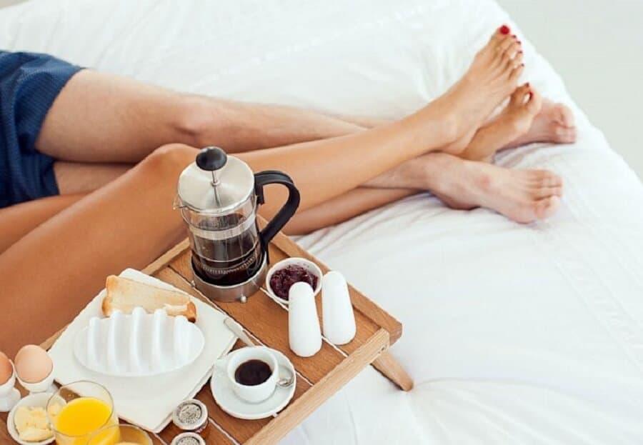 Uống cà phê trước khi quan hệ có kéo dài cuộc yêu?