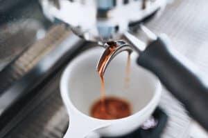 Tạo cafe từ máy Espresso