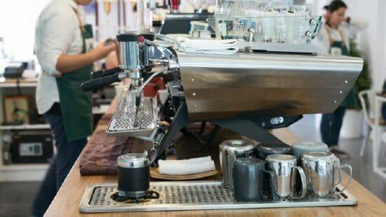 11 Dụng cụ thiết yếu trong quầy cà phê take away