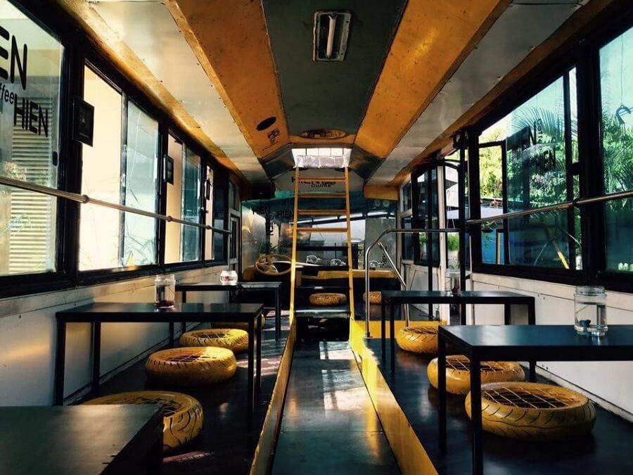 xe ca phê có chỗ ngồi bên trong
