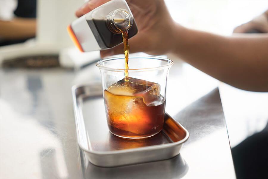 Thưởng thức cà phê Cold Brew